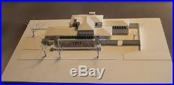 Frank Lloyd WRIGHT-ROBIE HOUSE-1200 ARCHITECTURAL MODEL, made in Italy perfecte