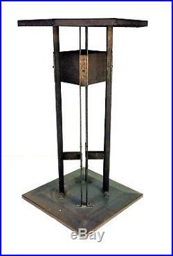 Petite Table. Fer Forgé. Cercle De Frank Lloyd Wright. U. S. A. Circa 1920